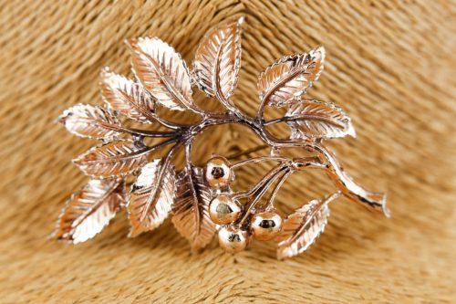 exquisite-leaf-brooch