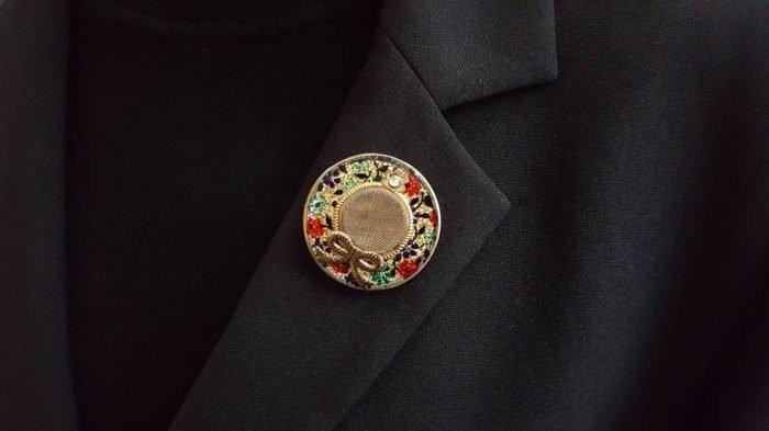 hat-brooch-lapel
