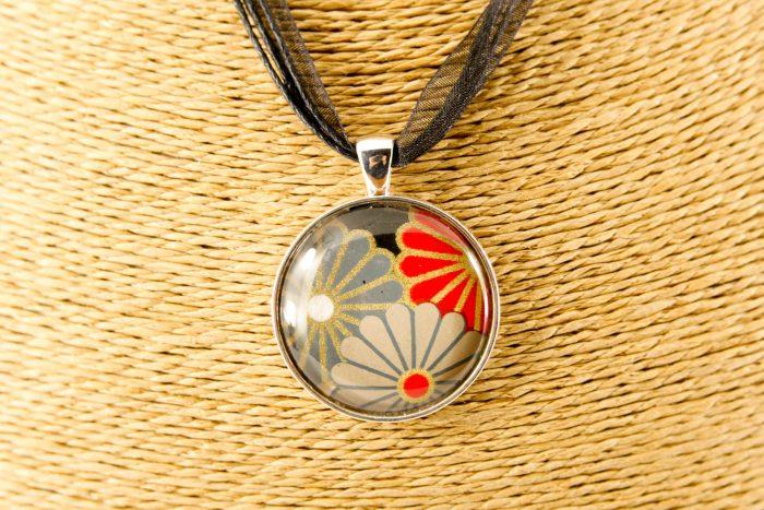 round-taupe-kiku-pendant