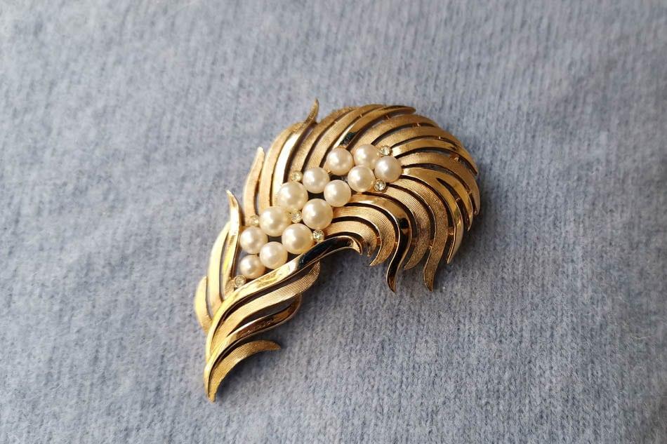 trifari pearl and rhinestone brooch