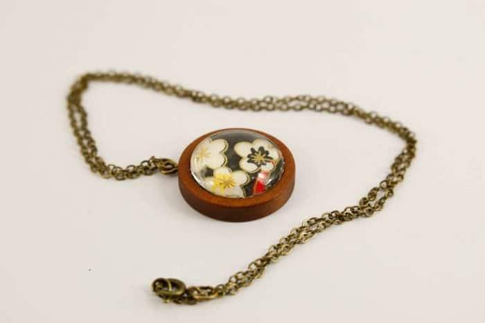 white-black-pendant