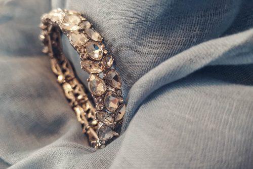 elasticated-rhinestone-bracelet