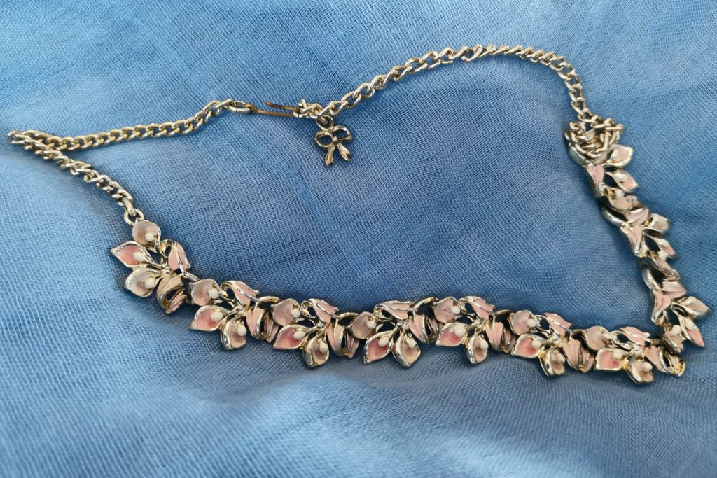 exquisite-pink-enamel-necklace