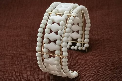 milk-glass-bracelet