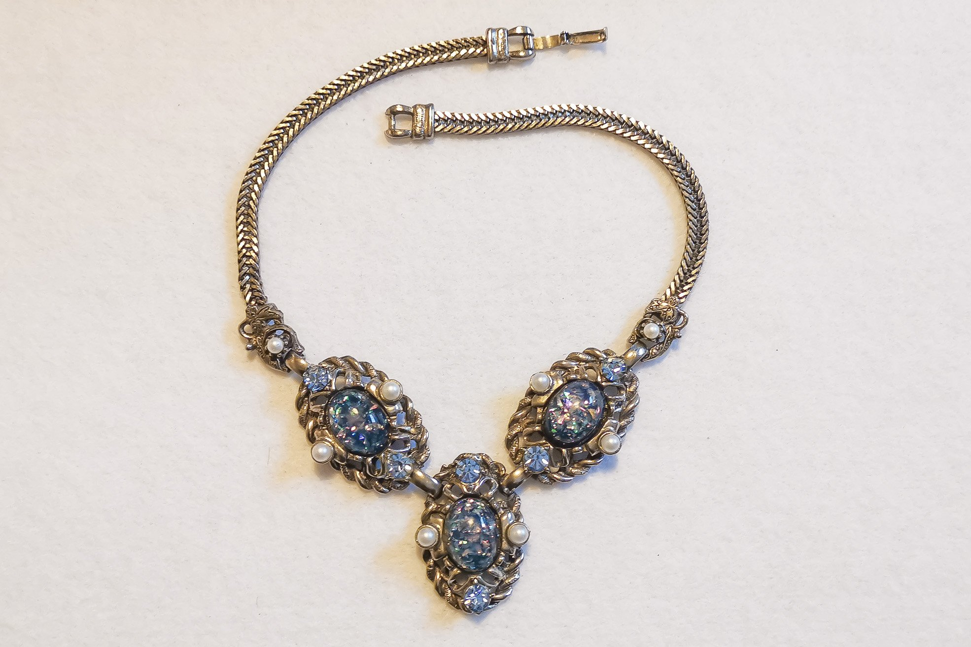 selro blue confetti necklace