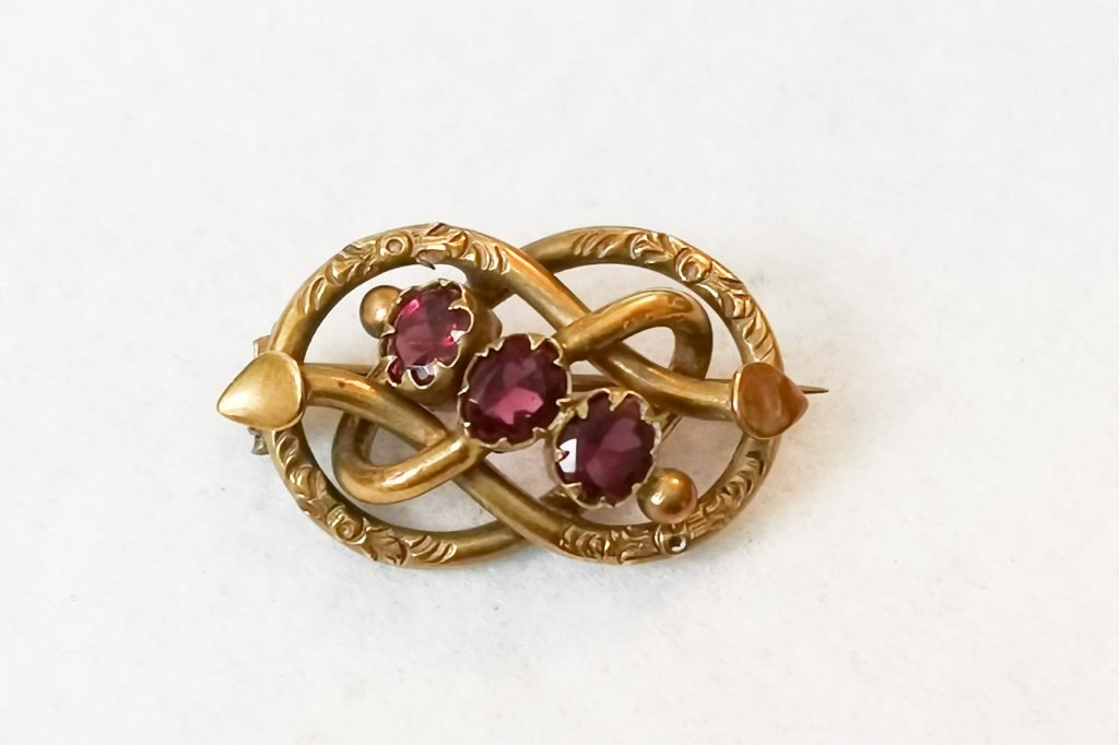 pinchbeck victorian love knot brooch