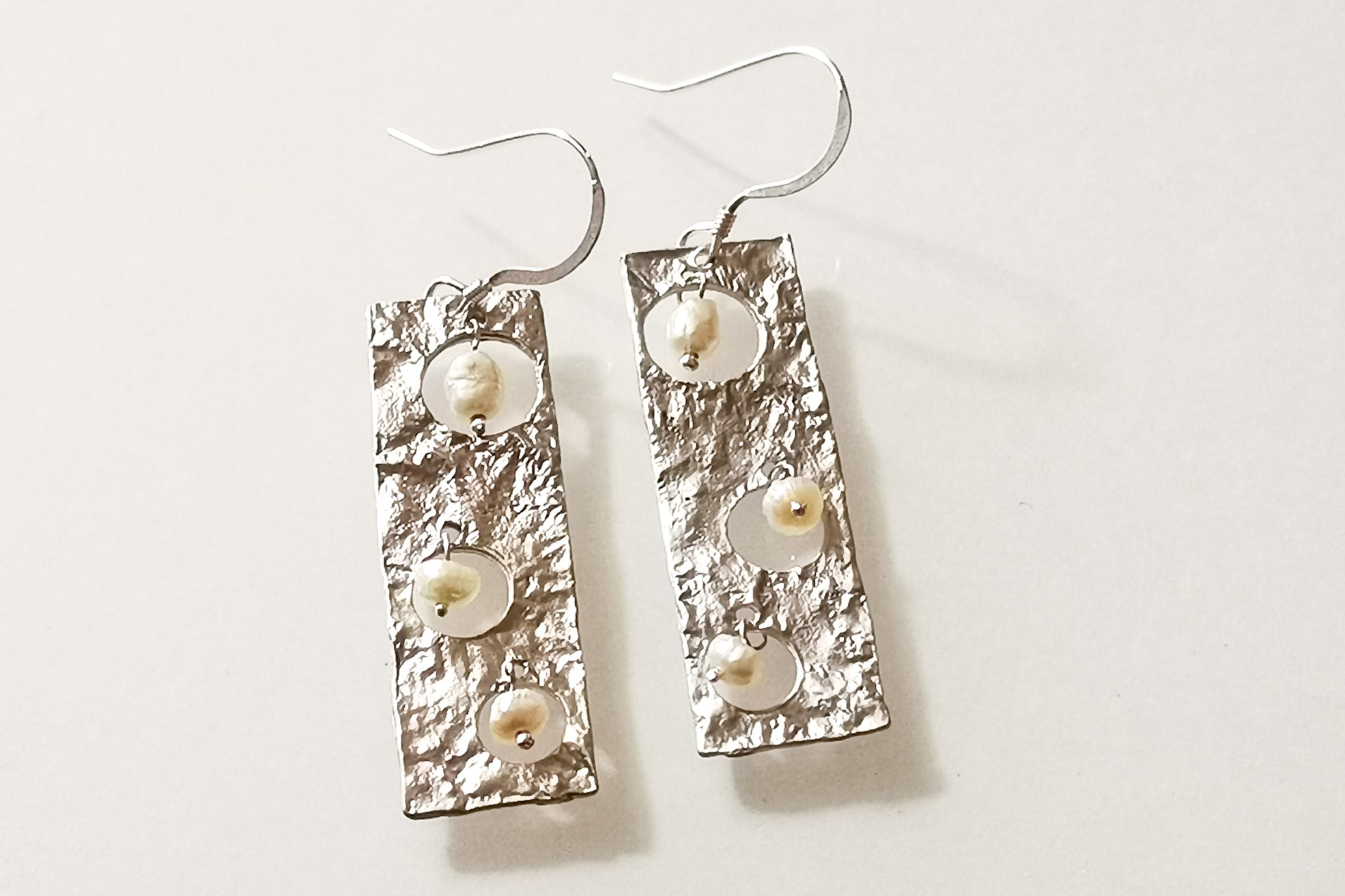 pearl-drop earrings