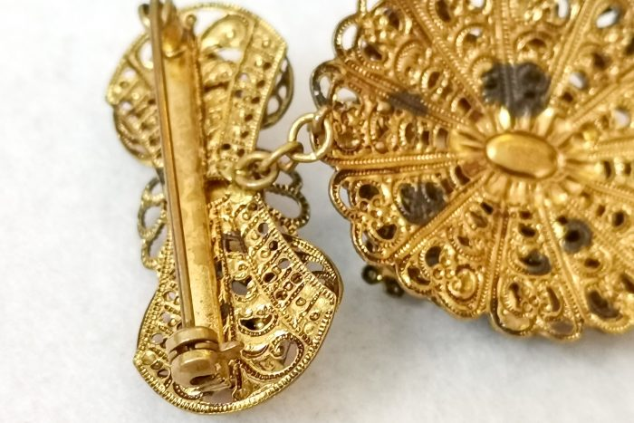 black cameo brooch clasp