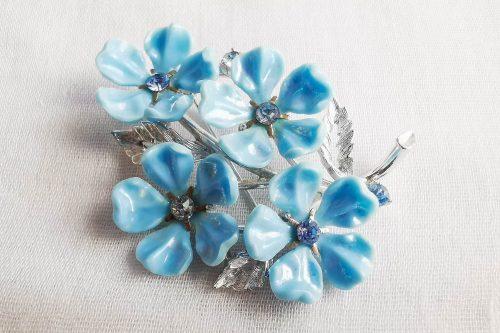 blue lisner brooch