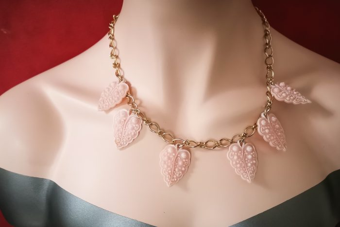 pink plastic 1930s style necklace